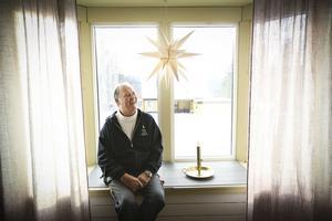 Göteborgaren Magnus Wennergren trivs i den gamla brandstationen i Undersåker. Där har han i snart 30 år stöpt ljus.