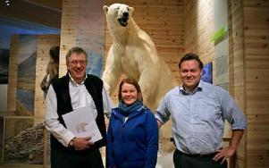 Anders Björklund, vd för Rovdjurscentrum, Pernilla Thalin, chef för Orsa Björnpark, och Torbjörn Wallin, vd för Orsa Grönklitt, laddar inför jubileumsåret. Sedan isbjörnarna flyttade in, har parken blivit mer internationellt eftertraktad. FOTO: JENNIE-LIE KJÖRNSBERG