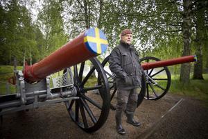 Stellan Fagrell, Kårböle byalag, visade upp kanonerna, som ska locka besökare till Kårböle skans.