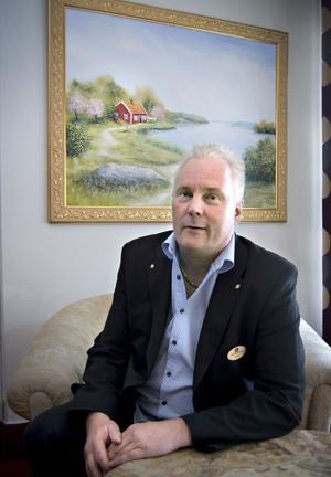 Peter Sundqvist, hotellchef på Grand Hotell i Bollnäs, – Det är viktigt att det syns vem som är anställd och vem som är kund.