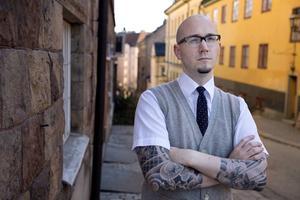 Ryan Gattis är född i Illinois och uppvuxen i Colorado. Han tror att det var lättare för honom som outsider att vinna de latinamerikanska gängmedlemmarnas förtroende.