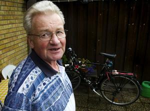 Påkörd. William Larsson i Åselby blev påkörd av en mopedbil när han var ute och cyklade. Nu vill han att smitaren ger sig till känna hos polisen.