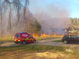 Elden slukade ett område på cirka 300 kvadratmeter.