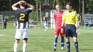 Süleyman Aslan fick se matchen från sidan efter att ha fått rött kort.