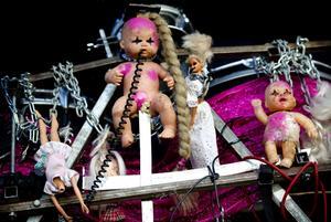 Seventribes hårdkokta utsmyckning av trummorna.