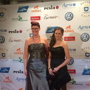 Annelie Eriksson (höger) prisades på Ryttargalan. Här med vännen Helen Bennmarker.