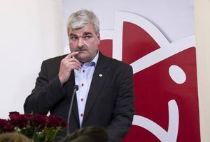 Kulturminister Håkan Juholt (S)   Sedan tidigare utlovad position av Löfven. Här kan han flumma iväg och göra minst skada.