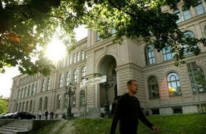 Förra året läste 1589 elever vid Hedbergska skolan i Sundsvall. Ingen av dem har rapporterats till CSN för skolk - något som Magnus Forss, presschef vid CSN tycker är anmärkningsvärt på en så stor skola.