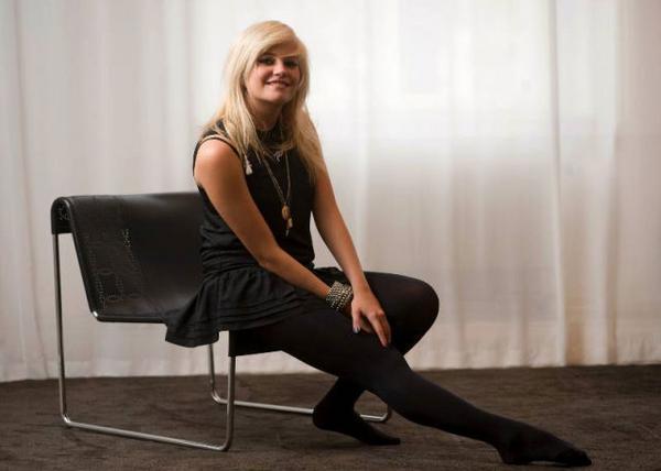 """Artonåriga Pixie Lott är något så ovanligt som en ny ung stjärna som inte är skapad av tv-program som """"Idol"""" eller """"Talang"""". Två av hennes låtar har toppat singellistan i Storbritannien under sommaren. Foto: HENRIK MONTGOMERY/SCANPIX"""