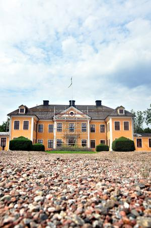 renoveras. Lövstabruks vackra herrgård rustas just nu av Statens Fastighetsverk.