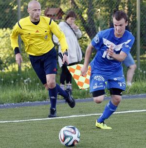 Niklas Abrahamsson under en fotbollsmatch 2014