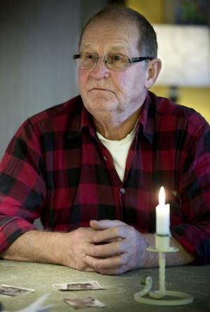 Hans Sundström var fyra år när hans familj höll på att utplånas efter en dramatisk flykt från Finland över Östersjön.
