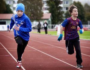 I ett tufft 60-metersheat för fyrans pojkar är här Lukas Borg, Nyhammar, steget före Oliver Pihlström, Knutsbo.