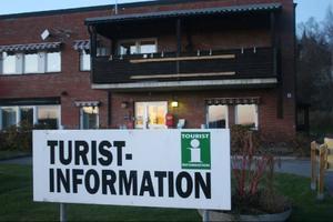 Bokningscentral och turistbyrå ligger strategiskt.