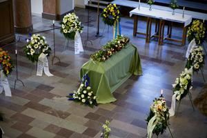 I samband med Thorbjörn Fälldins begravning i domkyrkan donerades stora summor till Fälldinfonden som främjar insatser inom Mittuniversitetet.