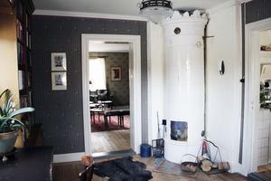 De har försökt återställa bottenvåningen till ursprungligt skick medan övervåningen har fått en ny planlösning.