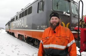 Anders Pettersson, jobbar på Hectorrail i Långsele, deltog i bärgningsarbetet. Han körde loket som användes för att bogsera de två bärgade loken till virkesterminalen i Krokom.
