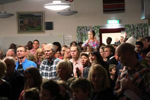 Eleverna presenterade skolarbeten, konstutställningar egenproducerad film, bildspel och mycket annat under kvällen.