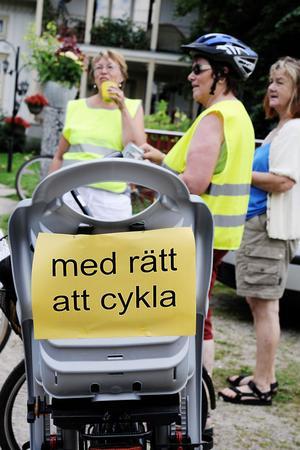 Det fanns flera olika budskap bak på cyklarna.