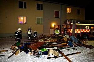Branden i hyreshuset kunde ha slutat illa. 20 personer fanns in byggnaden när mannen tände på.