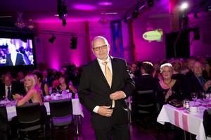 Anders Jonsson, på AB PJ Jonsson & Söner tar emot pris för årets tillväxtföretag i Västernorrland på en gala i Sundsvall.