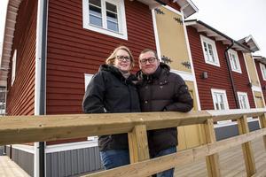 Jennie och Maurizio, här utanför Saltmagasinet i Örnsköldsvik där de driver sin restaurang. Foto: Leif Wikberg