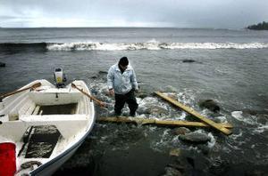 Benny Fors är bofast i Tranviken och vill ogärna ta upp båten så länge det är öppet vatten. Hösten är bästa tiden på året, tycker han. –Då får man vara själv här ute.
