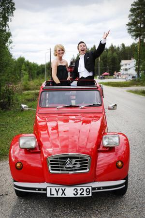 Kvällens värdpar Lisa Davidsson och Richard Follstedt var förväntansfulla inför kvällen. Deras uppdrag var att hälsa alla välkomna till festen.