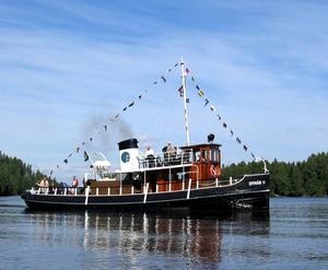 Bogserbåten Dynäs II i Ångermanälven är ett av 128 svenska k-märkta fartyg som deltar i fototävlingen Wiki Loves Monument. Lotsbåten Ymer i Härnösand är det andra ångermanländska motivet.