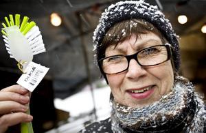 Anita Johansson, 70 år, Centralt, Örebro:– En diskborste, jag behövde en ny. Annars brukar jag aldrig köpa något på marknaden, inte mer än lite godis.