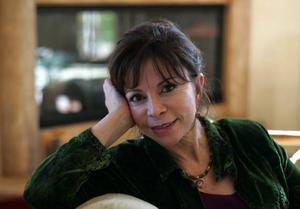 Den chilenska författaren Isabel Allende är ett av mässans stora dragplåster. Foto: Scanpix