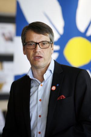 På väg mot balans. Socialminister Göran Hägglund (KD) presenterade vårbudgeten på Stadsbiblioteket i Västerås.foto: tony persson