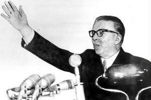Enver Hoxha, till sin död 1985 enväldig ledare för det Albanien dit Thomas Nydahl nu återvänder i sin bok.