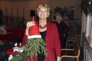 Anita Jonsson från Alfta hade bland annat tillverkat grantomtar att sätta på dörren. Anita var nöjd med julmarknanden, bland annat hade hennes rullrån gått åt som smör i solsken.