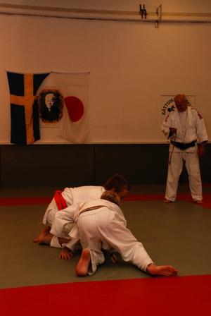 Landskamp mellan Falun och Rättvik. Den tio kilo lättare Rättvikaren Jonas Hellström närmast i bilden vann efter en minuts match. Foto:Seth Jansson