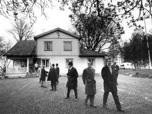 Lundby gård. Lantegendomsnämnden på besök hos arrendatorn på 1970-talet.