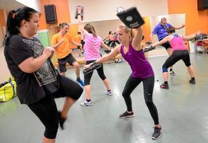 Högintensivt. Box-styrkepasset är en genomkörare för hela kroppen. Här tränas både kondition och styrka. Med intensiva intervaller i parvisa övningar jobbar deltagarna så svetten sprutar.