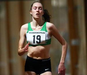 Trångsvikens stora löpartalang Hanna Näslund under 400-metersloppet. 17-åringen är Sveriges kanske största löfte på 1 500 meter, något hon visade i fjol. Näslund vann USM-guld både på 1 500 slätt och på 1 500 meter hinder.