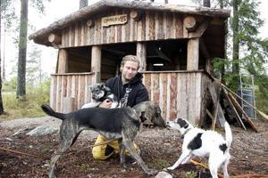 Jaktkompisen Granström och hans hundar.
