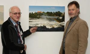 Royne Hjortendal, till vänster, berättade om sin fotografiska resa längs Dalälven för Roger Larsson.
