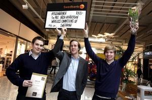 Robert Holmström, Jonas Blom och Jonatan Lysell tog emot priset som förutom en check på 1 000 kronor innebär att de går till UF-final i Stockholm