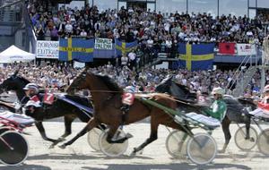 travsporten som folkrörelse måste få finnas kvar och för det krävs ett nytt och modernare avtal mellan sporten och svenska staten, inte kvartalsvisa förlängningar som nu skett än en gång.