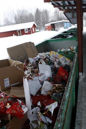 Varje avfallstyp har sin egen container på Åkerslund.