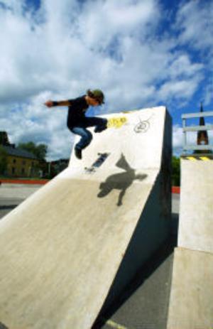 Niklas Nordström från Sundsvall tycker att bland det roligaste är att resa och åka skateboard på nya ställen.