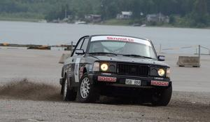 Patrik Flodin körde mer brett än snabbt i första heatet av rallysprinten.