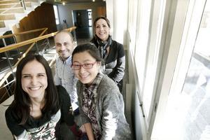 """I förgrunden Valentina Veronesi och Zhu Sha, i bakgrunden Yosir Dawoud och Kattia Hansson. De deltar i projektet """"Nytt tänk – Nya marknader"""" som Länsstyrelsen Gävleborg tagit fram i samarbete med Exportstiftelsen."""