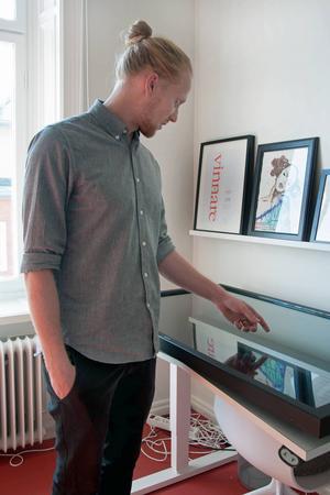 Osynlig ligger bakom de interaktiva bildskärmarna på Stenstan visitor center i Stadshuset. Fredrik Bergström vill gärna jobba mot turismbranschen i Nya Zeeland också, och berättar att han har träffat Tourism New Zealand och förhandlar med Visitor centre i Auckland.