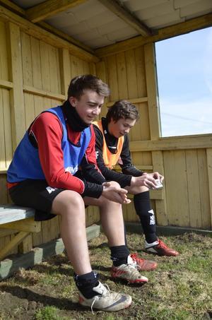 Nya lagkamrater. André Olsson, till vänster, från Vretstorp och Adam Forsberg från Laxå tror att helgens kick off var bra för laget.