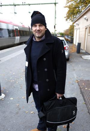 Niklas Tyni, 46 år från Gävle. – Jag kommer från Söderhamn. Jag jobbar där och har pendlat i ett år. Nu är jag på väg hem.