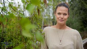 Suzanne Sjögren lämnar snart livet som mammaledig hästskötare och återgår i rollen som sportankare på TV4, där hennes främsta områden är hockey och friidrott.